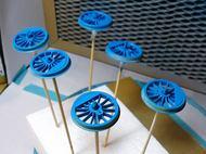 青色に塗装した動輪
