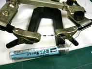 パーツを固定する道具