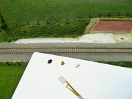 アクリル塗料で土砂色を筆塗り