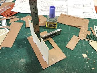 床とレール側壁面を固定